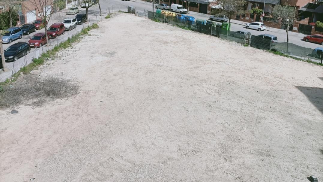 Zonas verdes y parque infantil en Luis Garcia Berlanga, 5 esquina Juan Antonio Bardem.